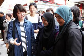 英語専攻科通訳専攻の授業で浅草通訳ガイド実習が行われました