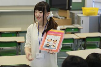 小学校で実習(英語活動)を行いました