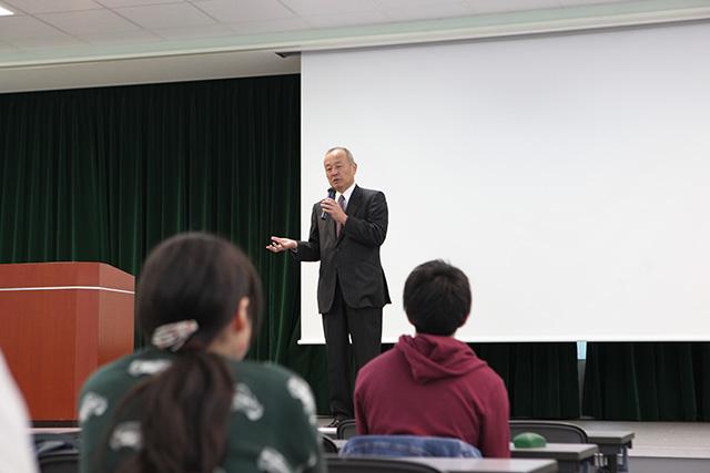 姉妹校・神田外語大学への編入学希望者向け説明会が行われました