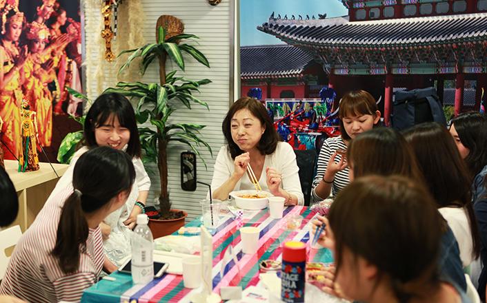 【アジア/ヨーロッパ言語科韓国語コース】韓国の記念日にランチタイムを開催しました