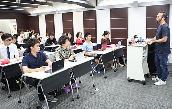 卒業生による特別講義~外資系PR会社~
