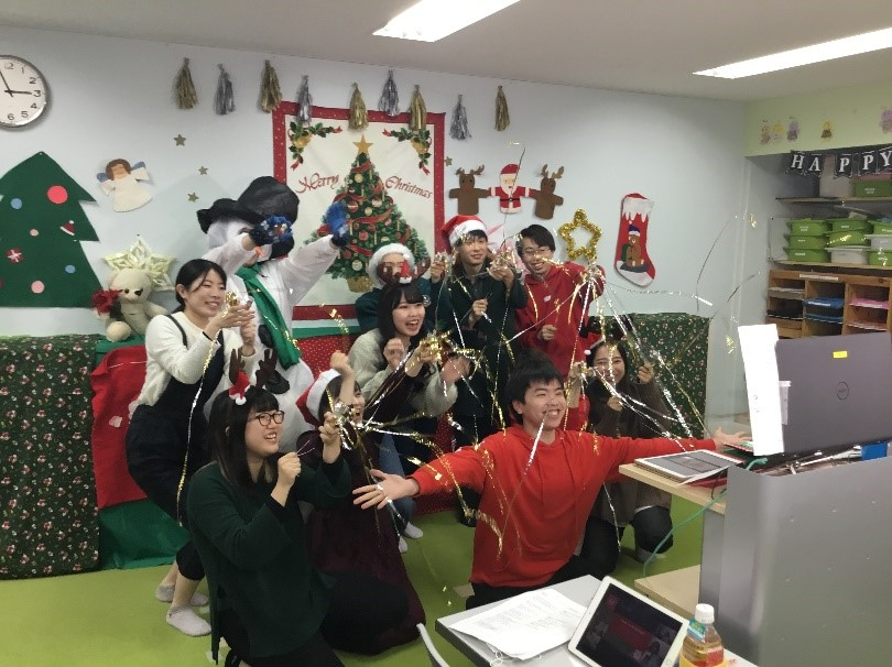 児童英語教育科の2年生が「オンラインクリスマスパーティ」を開催しました