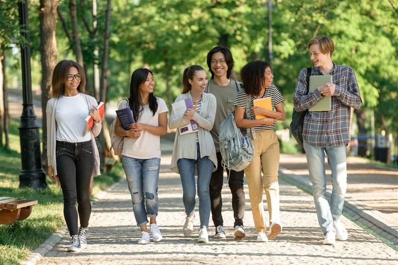 教職課程や長期の交換留学は非現実的(3年次編入)