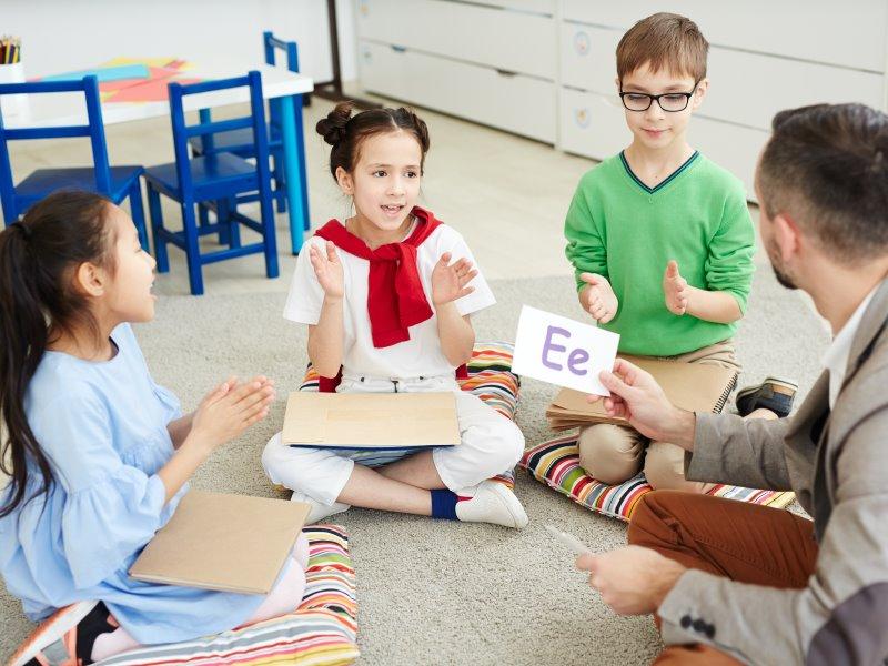 児童 英語 教師