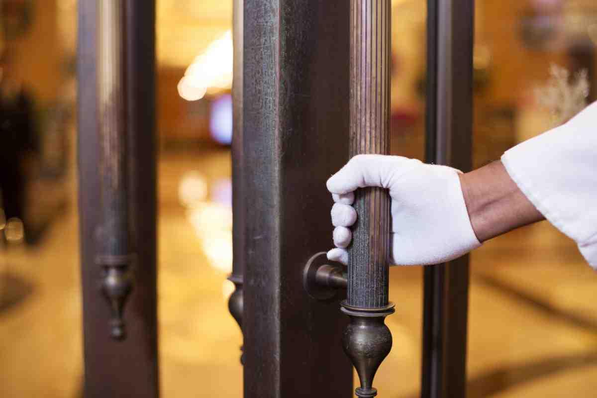 ホテル 仕事内容 ドアアテンダント