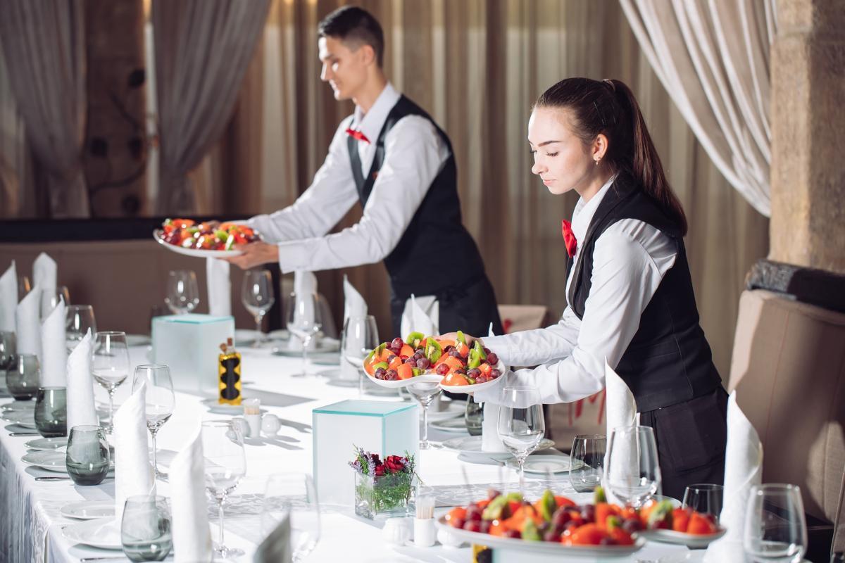 ホテル 仕事内容 宴会サービス